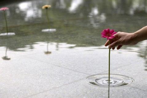 Floating-ripple-vases