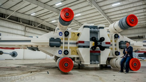 LifeSize--Star-Wars--XWing-Fighter-Built-Out-of-5-Million-LEGO-2