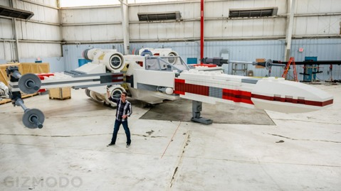 LifeSize--Star-Wars--XWing-Fighter-Built-Out-of-5-Million-LEGO
