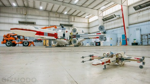 LifeSize--Star-Wars--XWing-Fighter-Built-Out-of-5-Million-LEGO_1