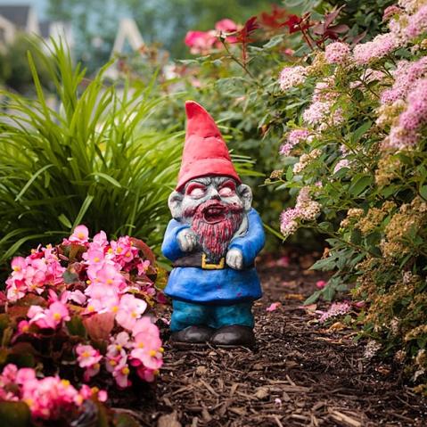 f439_zombie_garden_gnomes_inuse